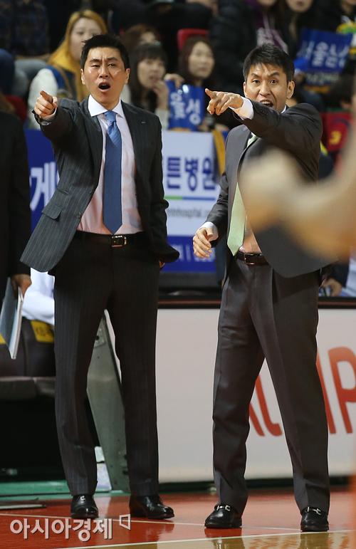 이상민 삼성 신임 감독(왼쪽)과 김상식 전 삼성 감독대행[사진=아시아경제 DB]
