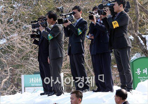 [포토]나란히 취재중인 남북 취재단