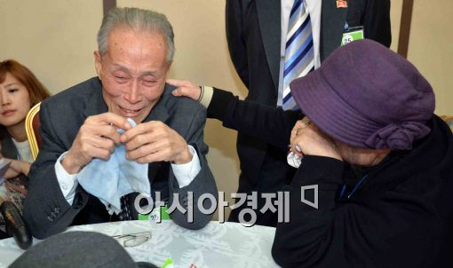 [포토]이산가족 상봉, '기쁨의 눈물'