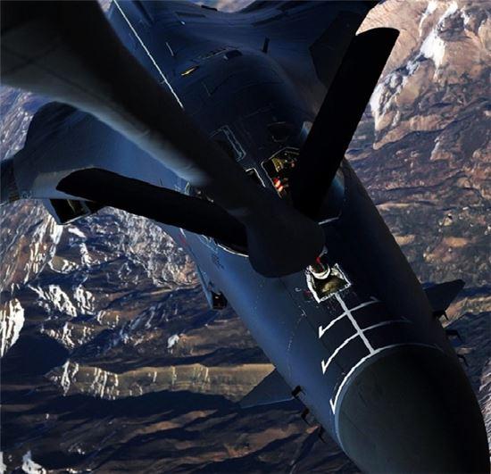 공중급유중인 B-1 폭격기