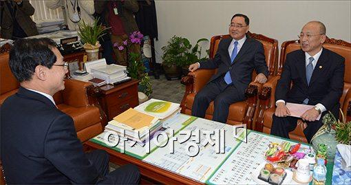 [포토]국회 보건복지위 찾은 정홍원 총리