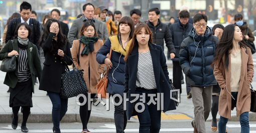 [포토]아침기온 상승, 얇은 외투 걸친 시민들