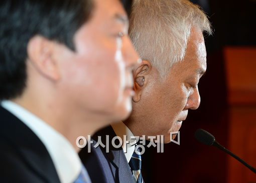 [포토]말 잇지 못하는 김한길 민주당대표