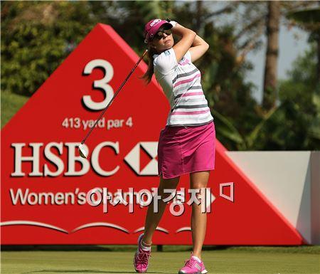 폴라 크리머가 HSBC위민스챔피언스 최종일 샷을 하고 있다. 싱가포르=Getty images/멀티비츠.