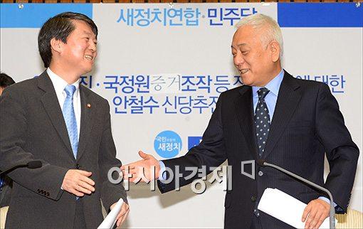 [포토]손 내미는 김한길 대표