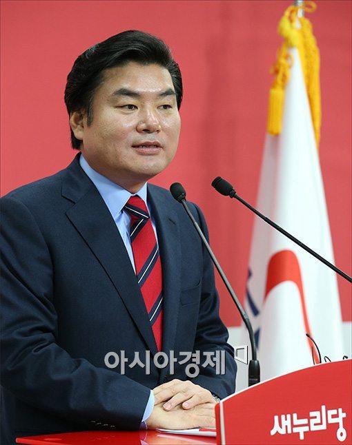 [포토]기자회견하는 원유철 의원