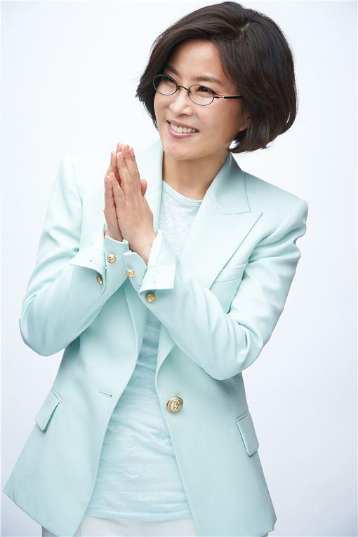 '작은 거인'의 귀환… 이선희, 데뷔 30주년 맞이 신보 발매