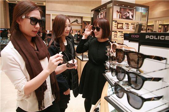'중국발 미세먼지'에 선글라스 판매 급증