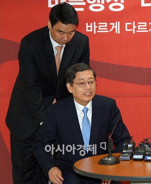 """첫번째 공약 발표한 김황식 """"시청-강남 10분대 지하철 건설할 것"""""""