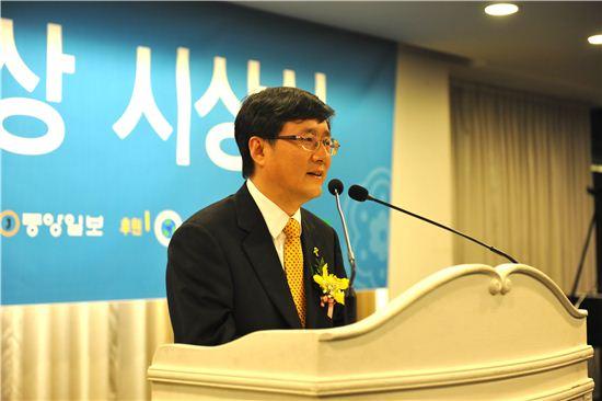 김성환 구청장이 다산 목민대상 본상을 수상한 후 소감을 말하고 있다.