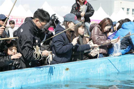 ▲ 3월22일부터 4월4일까지 서천동백꽃주꾸미축제가 열린다. (출처: 서천군문화관광 홈페이지)
