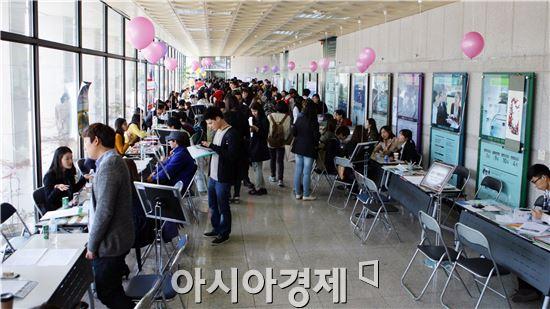 전남대학교는 오는 26일 대학본부 1층 로비에서 '2014 국제교류 박람회'를 개최한다.