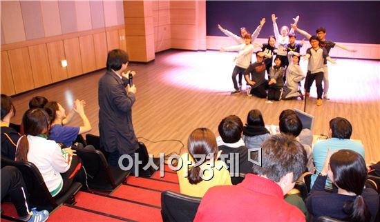 호남대학교가  오는  25일 공연전용극장 '호남대 랄랄라극장'을 개관한다.