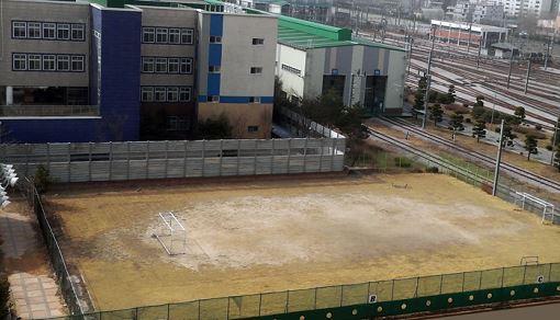 성북구와 한국철도공사의 협의로 주민들에게 개방된 석관동 운동장
