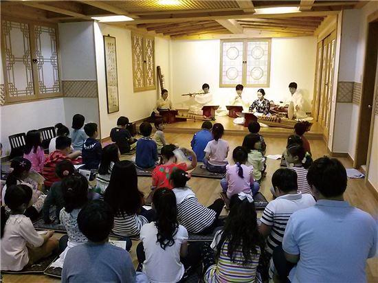 외국인도 반한 '왕가, 귀족, 선비문화체험관광'...선비문화기획