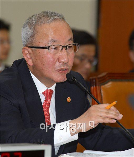 """현오석 """"푸드트럭 허용 등 41개 규제개혁 즉시 착수"""""""