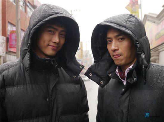 ▲ 옥택연과 박주형. (출처: JYP Actors 페이스북)