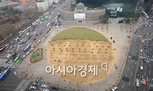 [포토]초록옷 갈아입는 서울광장