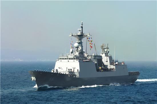 <해군 3함대는 아덴만 여명작전의 주역 '최영 구축함' 공개 행사를 28~29일 이틀간 목포 삼학부두에서 개최한다.>