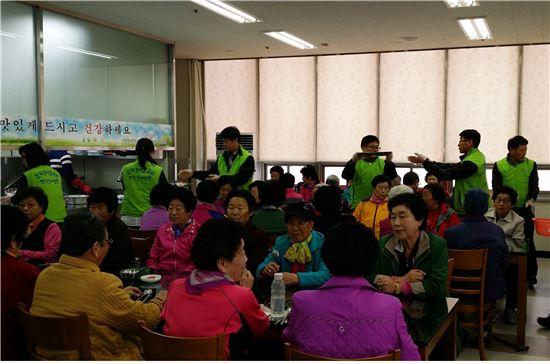 <한국농어촌공사 영산강사업단은 지난 7년간 지역사회를 위한 봉사활동을 한결같이 펼쳐 지역민들의 사랑을 받고 있다.>