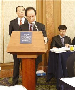 박정호 한국골프장경영협회장이 2014 정기총회에서 인사말을 하고 있다.