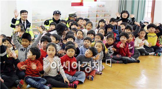 함평경찰서는 함평읍 관내 삼애원을 방문해  교통안전교육을 실시했다