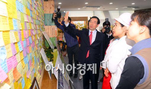 [포토]시장실 안내하는 박원순 서울시장