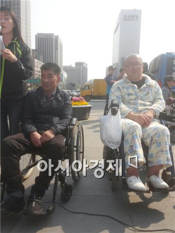 장애등급제로 피해를 입은 당사자 성국현(좌)·민병욱(우)씨.