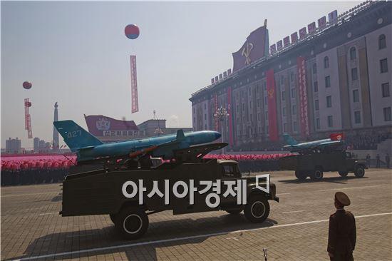 2012년 4월 김일성 100회 생일 기념 군 열병식에 공개된 무인공격기.