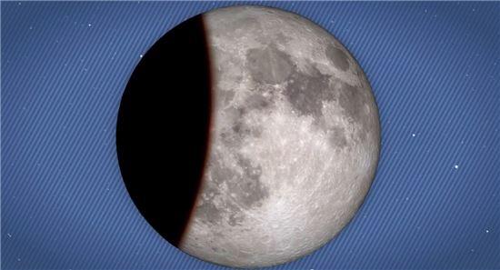 ▲지구 그림자에 달이 숨어든다.[사진제공=NASA]