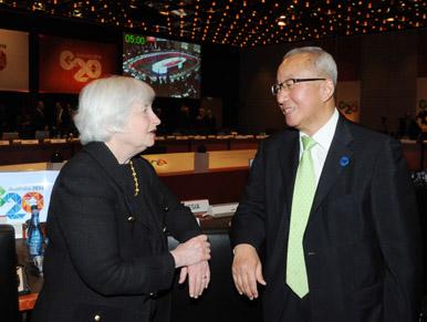 현오석 부총리가 지난 2월 22일 호주 시드니 소피텔호텔에서 열린 G20 재무장관ㆍ중앙은행총재 회의에서 제닛 엘렌 미국 FRB 의장을 만나 대화를 나누고 있다.