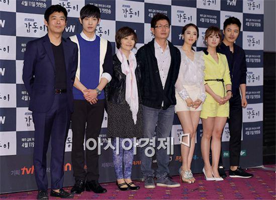 성동일, 이준, 권음미 작가, 조수원 PD, 김민정, 김지원, 윤상현(왼쪽부터).