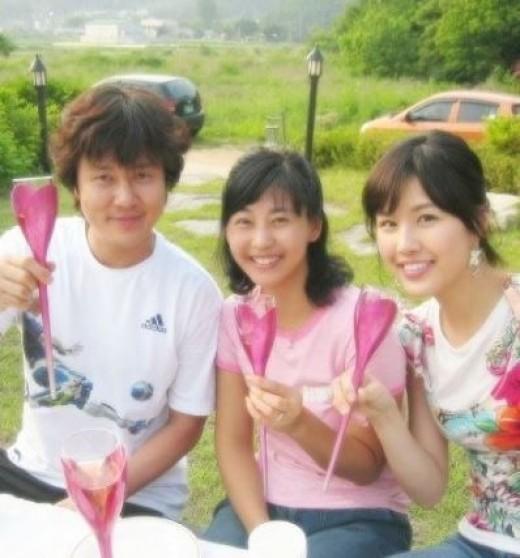 ▲감우성 강민영 박은지 가족 사진. (출처: 박은지 트위터 사진 캡처)