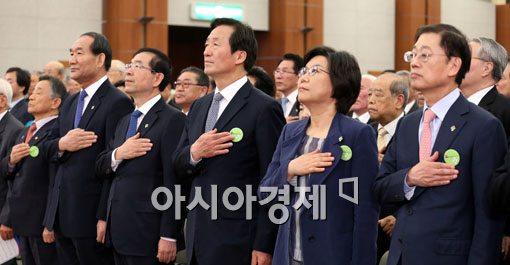 [포토]국기에 대한 경례하는 서울시장 후보들