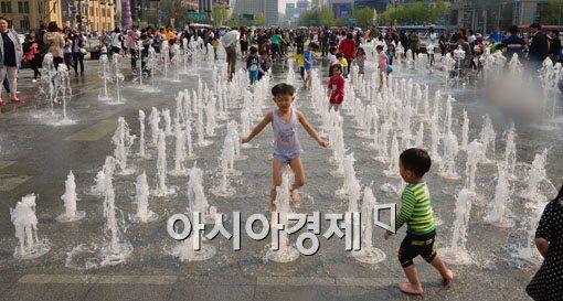 [포토]서울, 올해 최고 더위 23.9도 기록