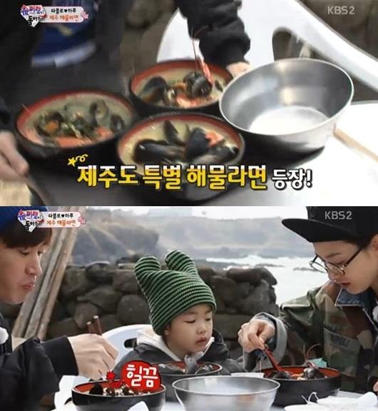 ▲타블로-강혜정 부부, 그리고 딸 하루가 제주도 해물라면에 감탄했다. (사진: KBS2 '해피선데이-슈퍼맨이 돌아왔다' 방송 캡처)