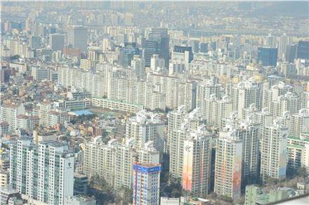 전국 아파트 전세가율 평균이 68.8%로 2002년 4월 이후 최고치로 나타났다.