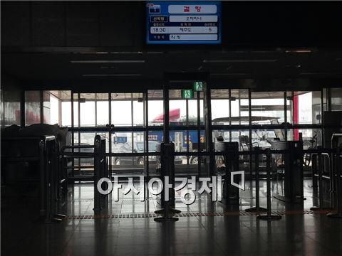 안산 단원고 2학년 학생들이 통과한 인천항여객터미널 게이트.