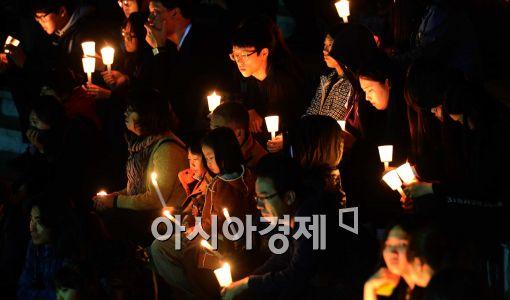[포토]'촛불의 힘으로....'