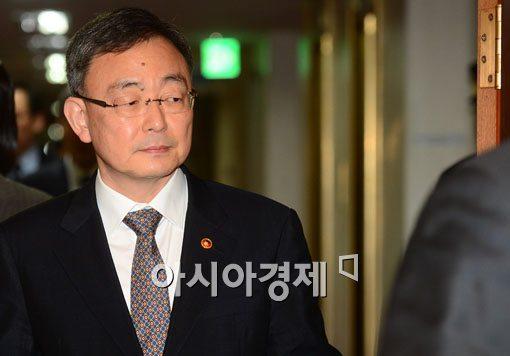 [포토]최성준 방통위원장, 국무회의 첫 참석