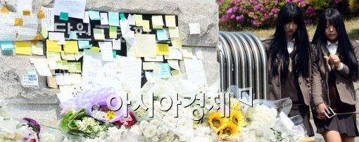 [포토]슬픔에 잠긴 안산 단원고 학생들