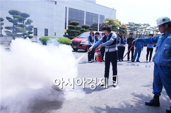 광양제철소(소장 백승관)백운아트홀이 화재로부터 관객의 소중한 생명을 지키기 위한 소방훈련을 실시했다.