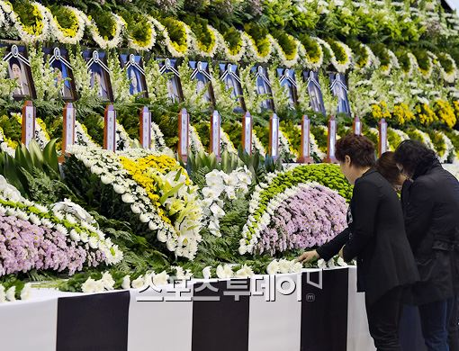 ▲안산 올림픽기념체육관 세월호 침몰 사고 희생자 임시분향소 마련.