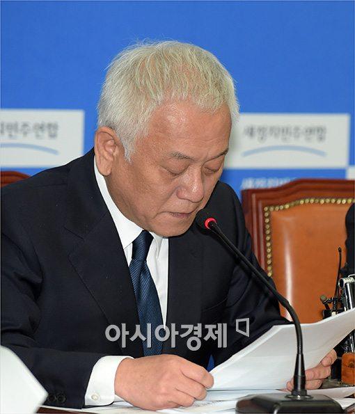 [포토]말 잇지 못하는 김한길 대표