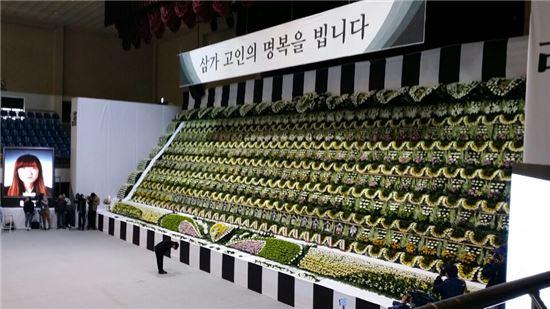 ▲세월호 침몰사고 희생자들을 위해 안산 올림픽기념관 실내체육관에 마련된 임시합동분향소