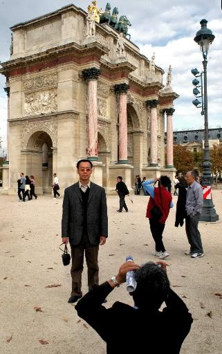 파리의 중국인 관광객들. 사진=블룸버그