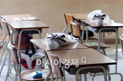 [포토]국화 놓여진 책상