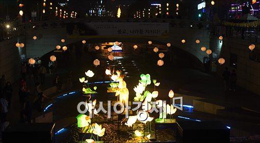[포토]차분히 불 밝힌 연등 전시회