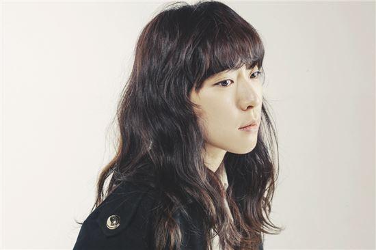 ▲ 클래프 뮤직의 '소소한 이야기' 프로젝트 첫 주자로 나선 요조 / 매직스트로베리사운드 제공