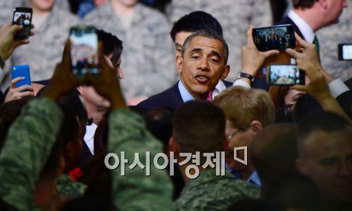 [포토]미 장병들과 인사하는 오바마
